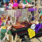 「ハッピーに死ぬために笑って生きよう!」メキシコ「死者の日」の祭壇にちょっといいメッセージ発見